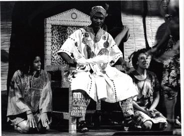 AKOGUN SINGING WITH 1ST KING